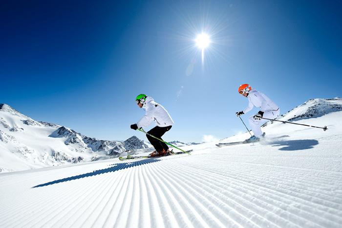 StubaiGlacier_AndreSchoenherr_Skiing_03 2